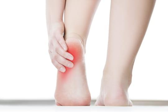 Douleur au talon: comment la soigner?