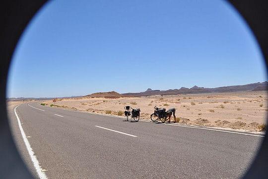 Soleil au zénith désert