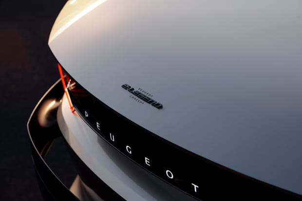 L'arrière aussi reprend des codes du coupé 504