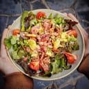 Plat : Crêperie L'Épi de Blé - Rennes  - Salade Périgord aux gésiers de volaille, lardons et pommes de terre -   © -