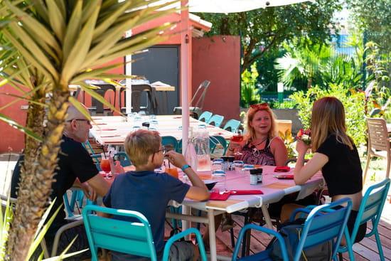 Restaurant : Le Jardin des Sablons  - Terrasse extérieure du restaurant Le Jardin des Sablons -   © Les Sablons