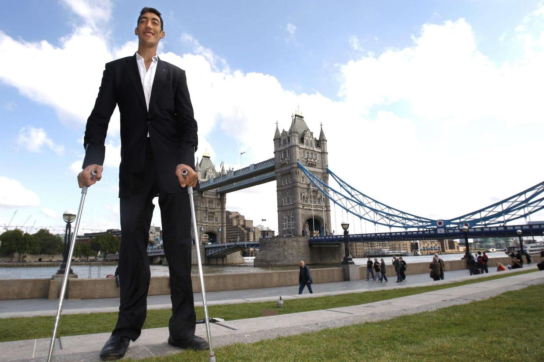 Recherche du plus grand homme du monde