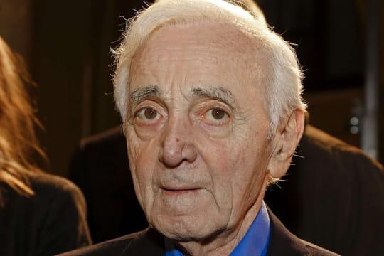 Charles Aznavour: toujours blessé, son retour sur scène encore repoussé