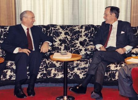 Rencontre entre Gorbatchev et Bush à Malte