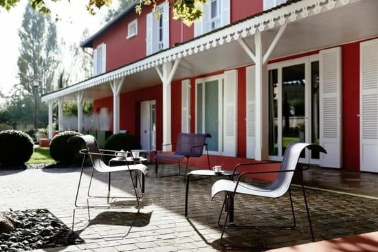 Rouge & Blanc - Les Maritonnes Parc & Vignoble  - Terrasse Jardin d'Accueil -   © maritonnes