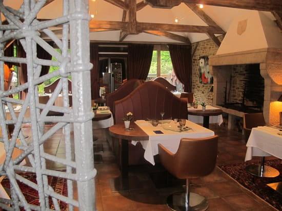 Hôtel Restaurant Hervé Busset  - Salle de restaurant -