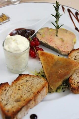 Table Gourmande Le Mogador  - foie gras -   © moi meme