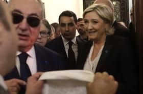 Marine Le Pen refuse de porter le voile: coup de com' retentissant au Liban