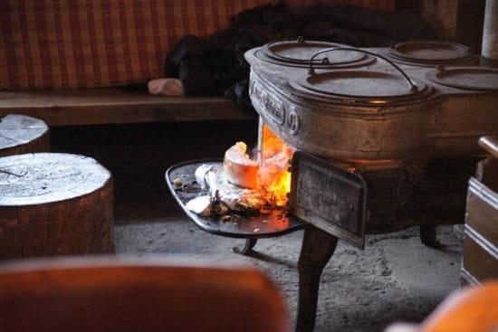 La Bergerie  - notre spécialité, la raclette au feu de bois -   © serge minet