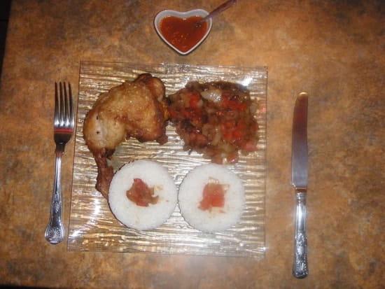 Palais des saveurs tropicales  - Cuisse de poulet avec sa sauce accompagnée du riz -   © PALAIS DES SAVEURS TROPICALES