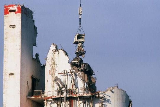 Le démantèlement de la cheminée