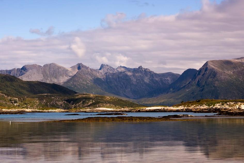 Voyagez en Norvège du nord, entre eaux claires et îles sauvages