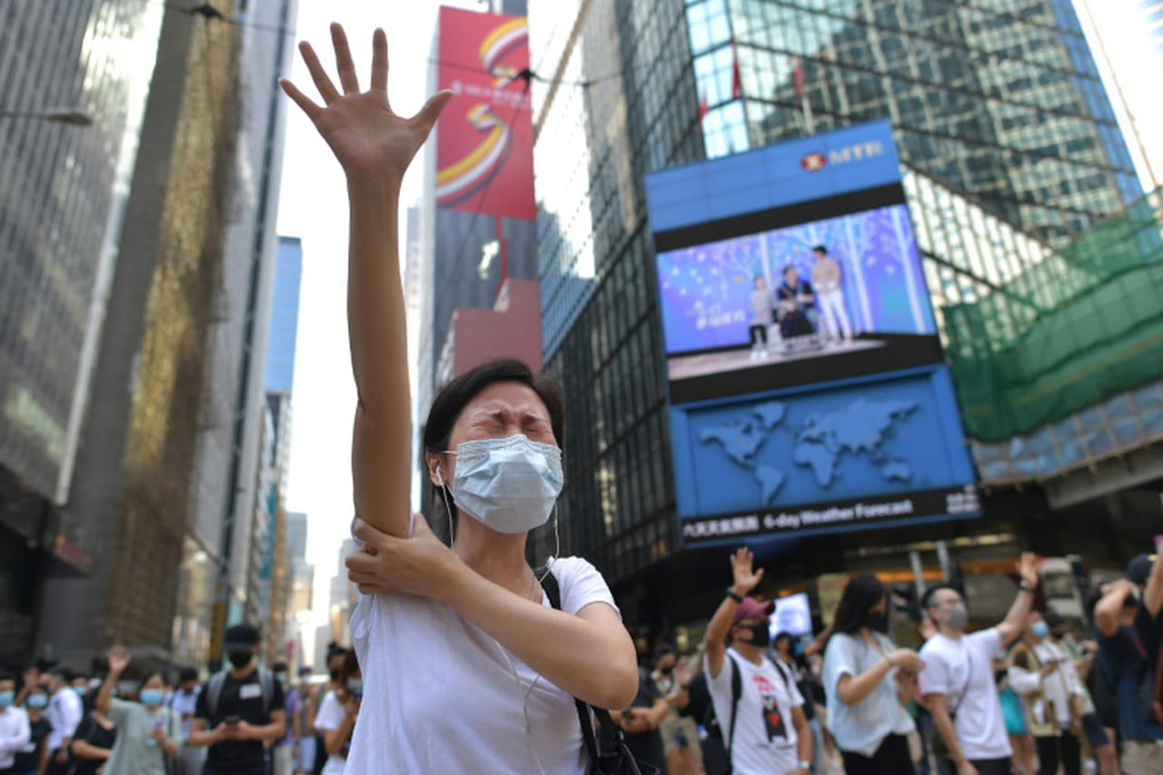 Hong Kong : l'interdiction du port du masque provoque de nouvelles manifestations