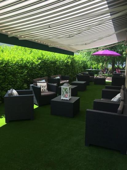 Happy Times Baronnie  - Lounge extérieur -   © HTB
