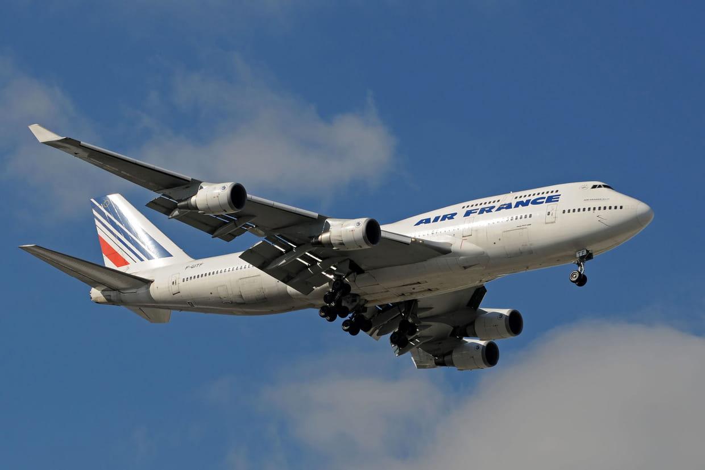 Hôtesses et stewards appelés à la grève par les syndicats — Air France