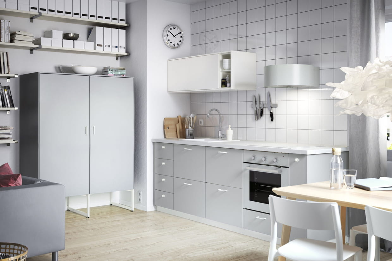 une cuisine grise. Black Bedroom Furniture Sets. Home Design Ideas