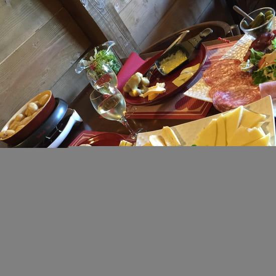 Plat : Le Chalet  - raclette aux 3 fromages -   © Laurent