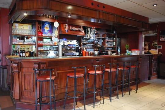 Hôtel Restaurant le 72 Fumel  - bar le72 -   © le72