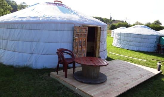 Les Milles Et Une Yourtes  - Yourte 4 personnes avec sa terrasse privative -