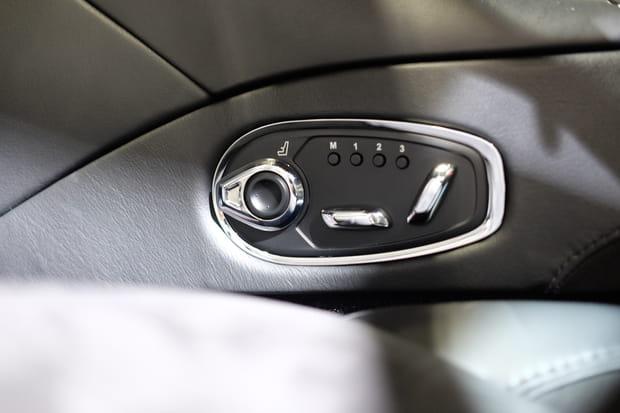 Quelques touches de chrome dans la voiture