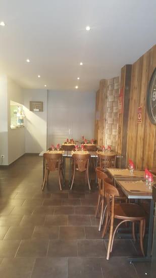 Restaurant : Chez Sylvie et Doume  - salle interieur -   © marineb