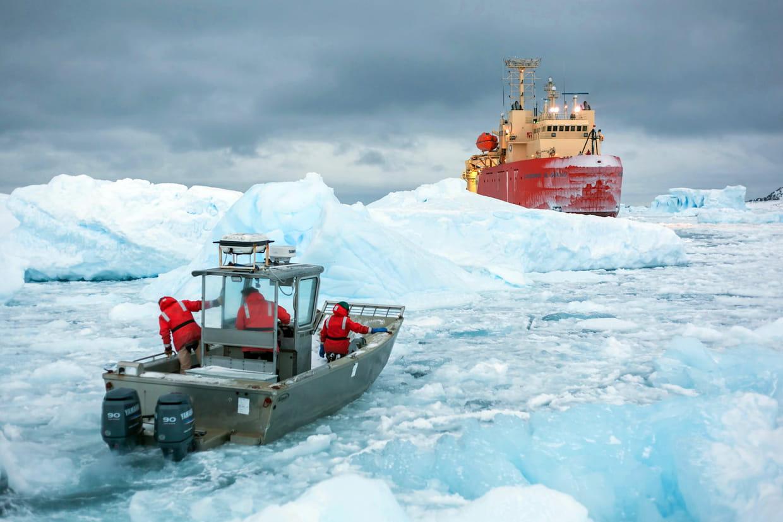 antarctique un voyage vers le p le sud. Black Bedroom Furniture Sets. Home Design Ideas