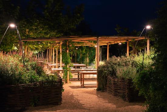 Restaurant : La Chassagnette  - La terrasse, le soir. -   © La Chassagnette