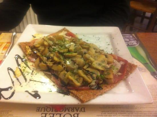 Plat : Crêp'ôz  - Une crêpe composée par nous même : champignons, oignons, fromage, bacon et crème. -