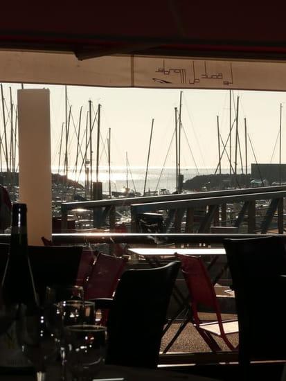 Le Bout du Monde  - la vue sur le port et la mer -