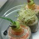 Entrée : L'Oh à la Bouche !  - Cannelloni de sarrasin au saumon mariné gravlax et mascarpone aux herbes et citron, guacamole et germes -   © L'Oh à la Bouche !