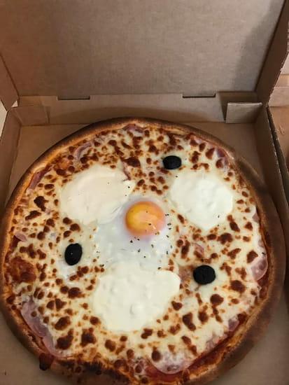 Plat : To Pizza'64  - La scatola à la sortie du four !  Scatola : Sauce tomate maison ou crème fraiche ,Jambon blanc de Paris, œuf, pointe de crème fraîche -   © To Pizza'64 2017