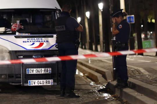 Attaque au couteau à Paris: l'hypothèse de l'attentat s'éloigne, le profil de l'assaillant interroge