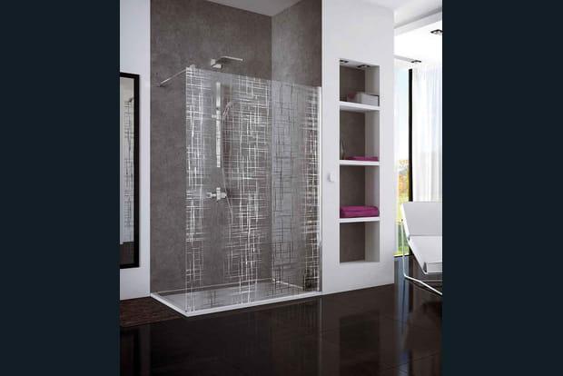 une douche l 39 italienne avec une paroi s rigraphi e. Black Bedroom Furniture Sets. Home Design Ideas