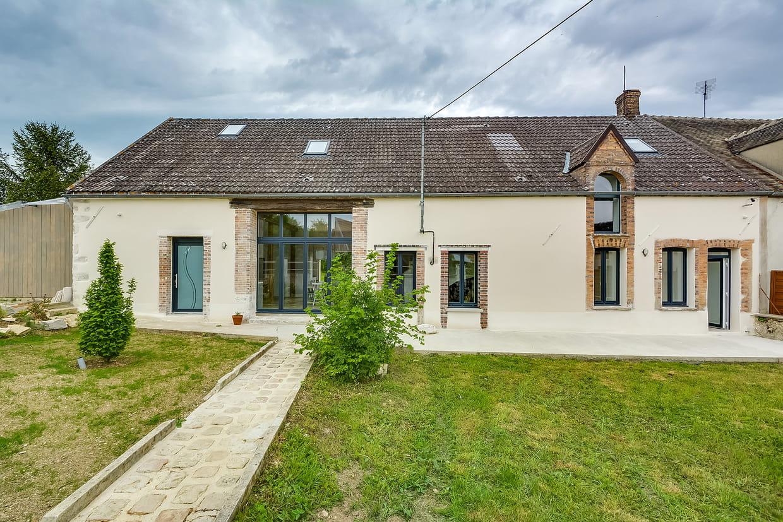 Une longère de 245 m² brillamment rénovée dans l'Yonne