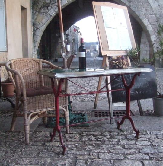 Galerie.M.  - Cornière devant la Galerie.M. -   © ec