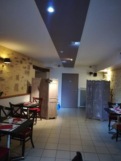 Restaurant : Aux Petits Oignons  - Côté salle du restaurant -   © F.GRIFFON