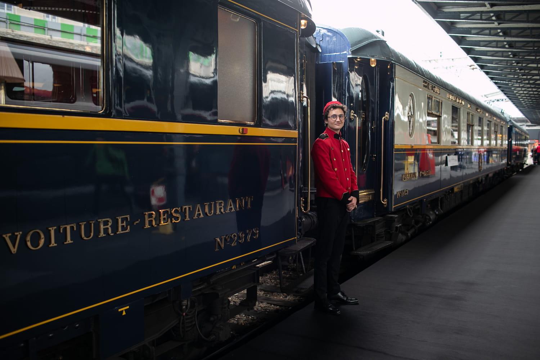 Orient Express: sept voitures du train restaurées exposées à Paris, photos