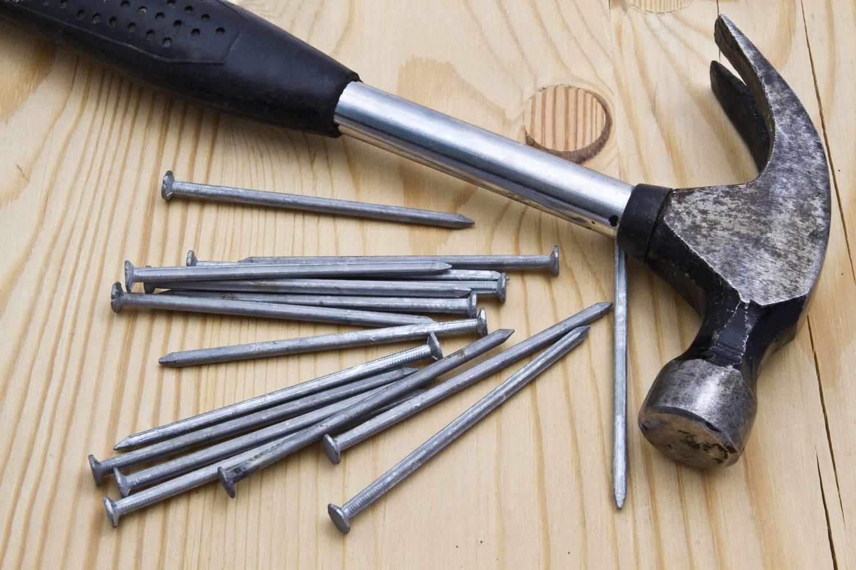 Planter un clou sans fendre le bois