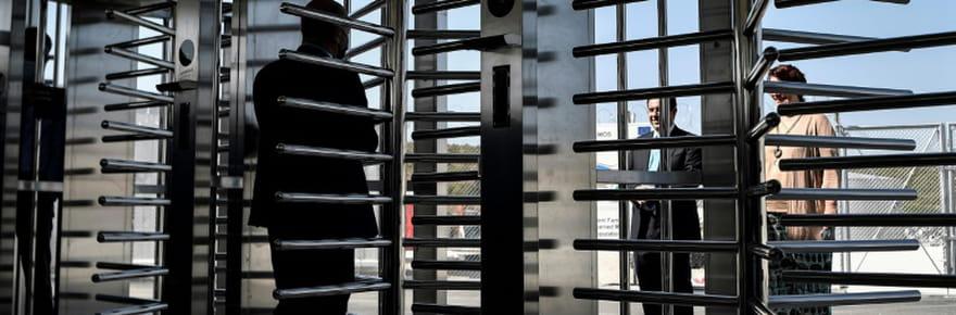 """La Grèce inaugure à Samos son premier camp """"fermé"""" pour demandeurs d'asile"""
