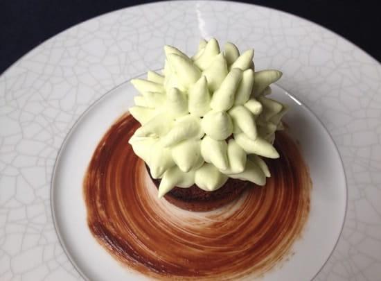 Dessert : Le 5  - Financier sorbet fraise et crème fouettée pistache -