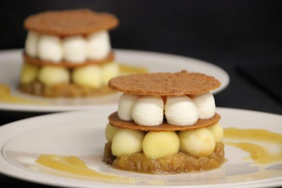 Dessert : Le Hameau Fleur de Pierres  - Millefeuille de Tuile Nougatine , Pommes et Mousse Mascarpone -   © perso NJ