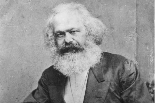 "Karl Marx : biographie du philosophe, auteur du ""Capital"""