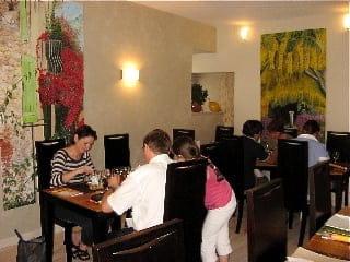 Restaurant De-ci De-là  - Intérieur chaleureux et convivial -