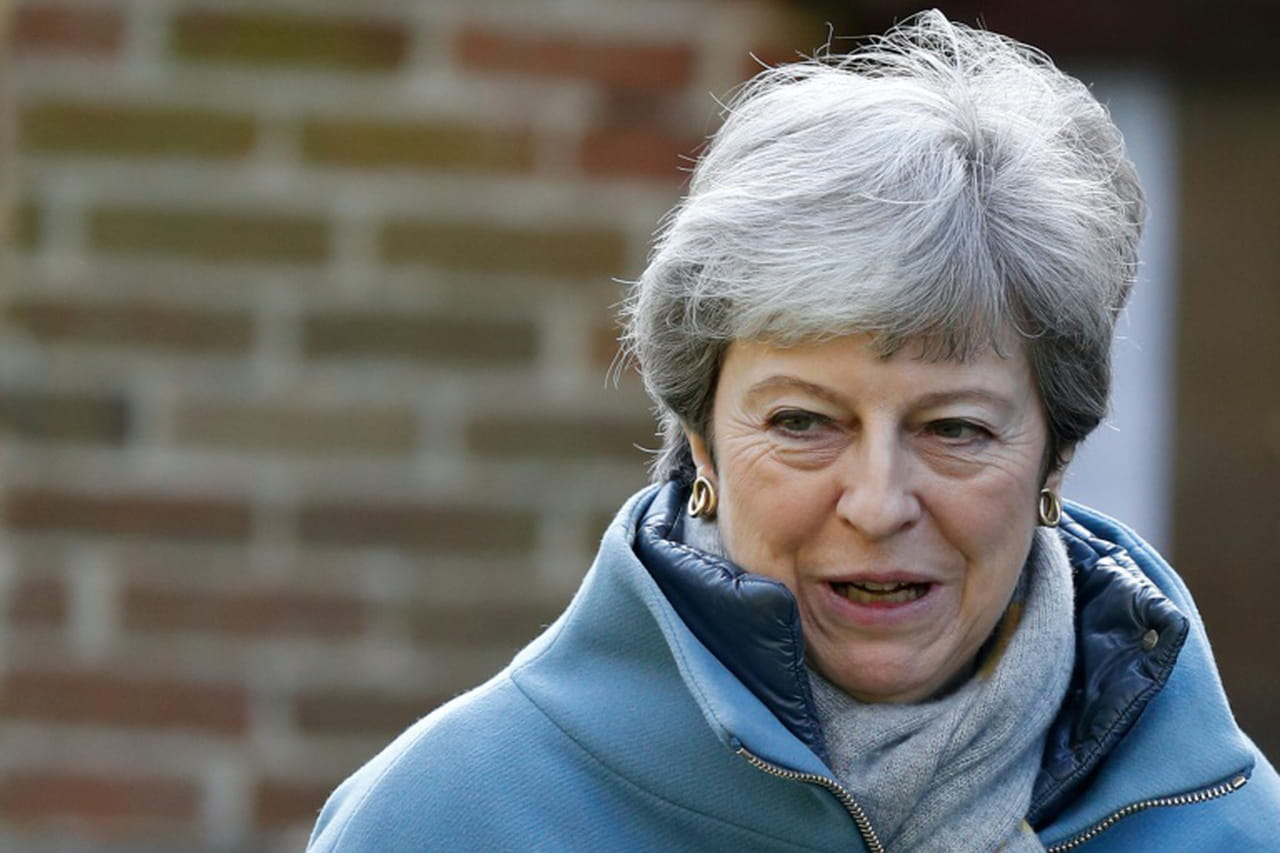 Brexit: May mène d'intenses consultations avant une semaine cruciale