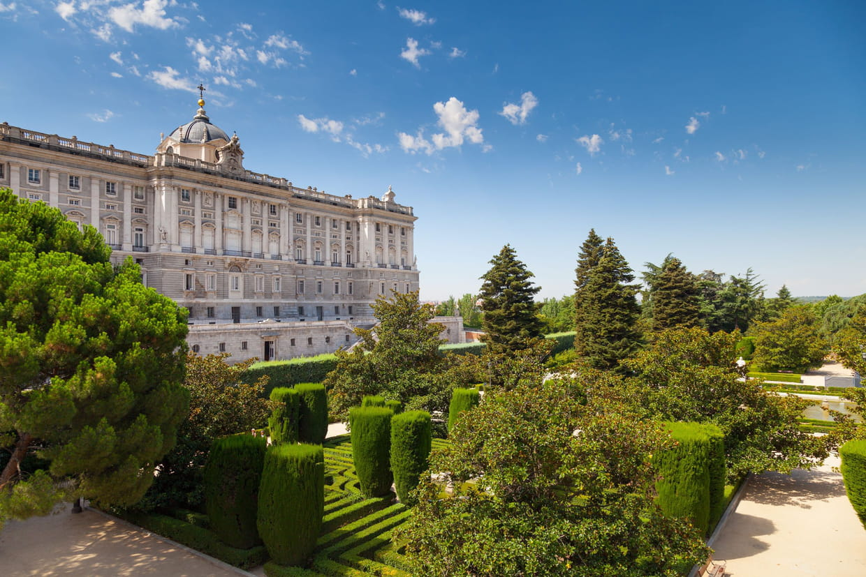 Les jardins de sabatini for Limpieza de jardines madrid