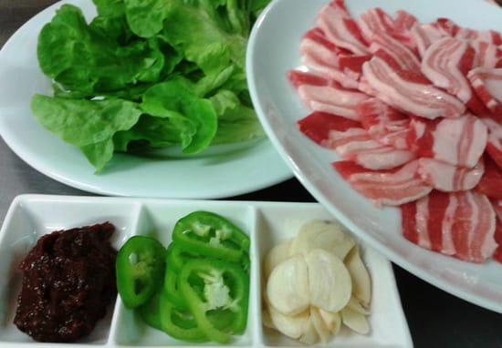 Plat : Les Quatre Saisons  - poitrine de porc grillade -   © porc