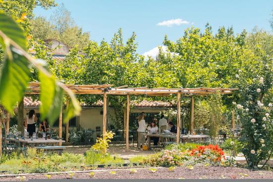 Restaurant : La Chassagnette  - Un repas en terrasse l'été ! -   © La Chassagnette