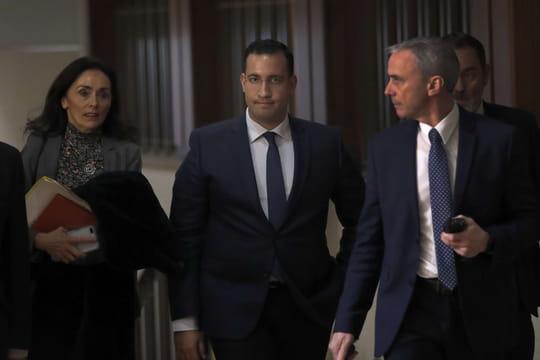 Affaire Benalla: les passeports mènent les juges jusqu'à 3proches de Macron