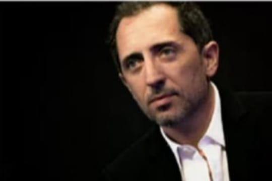 Gad Elmaleh : compte en Suisse, étonnant silence et railleries du Web