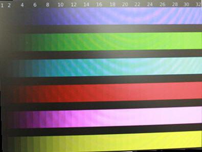 le lenovo affiche de nombreuses teintes. les couleurs claires restent peu